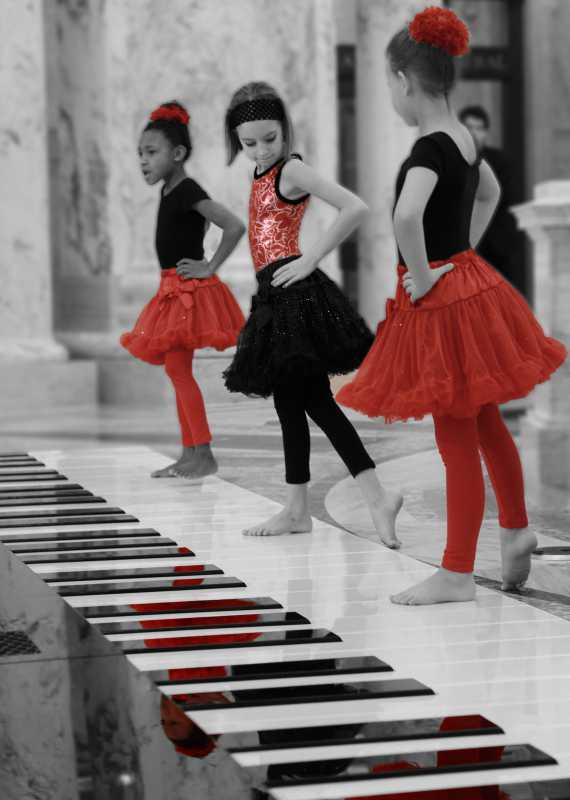BalletBWandRed.jpg